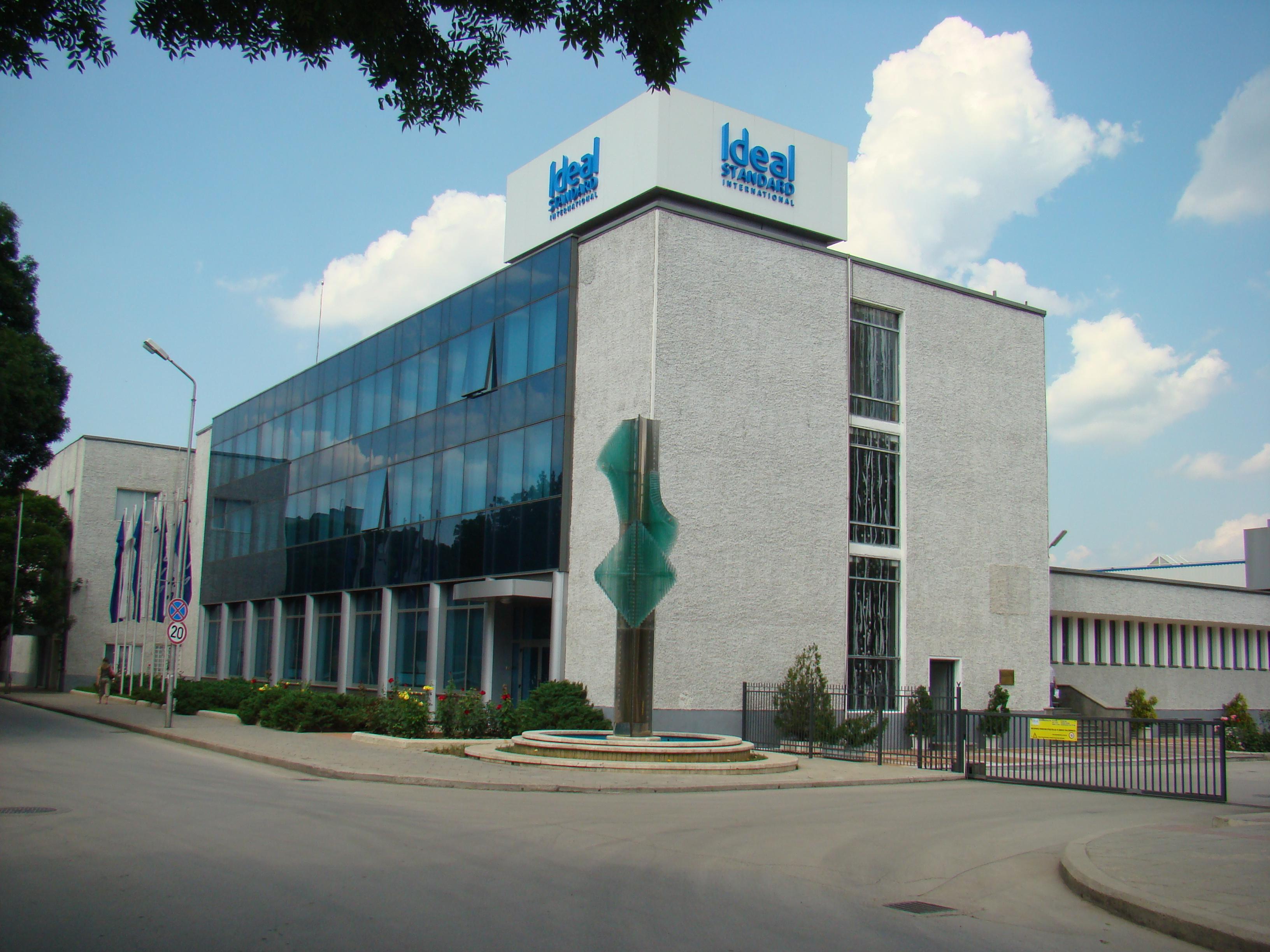 """Административна сграда на """"Идеал Стандарт - Видима"""" АД в гр. Севлиево"""